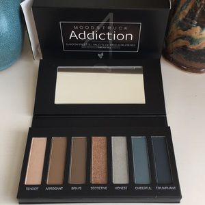 Younique Moodstruck Addiction Shadow Palette 4